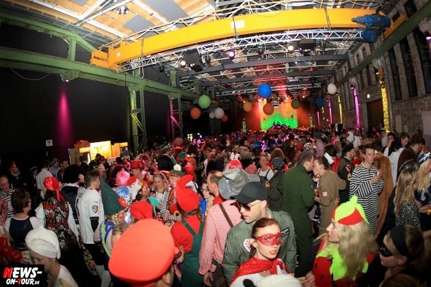 weiberfastnacht_2015_ntoi_halle32_48_karneval_oberberg