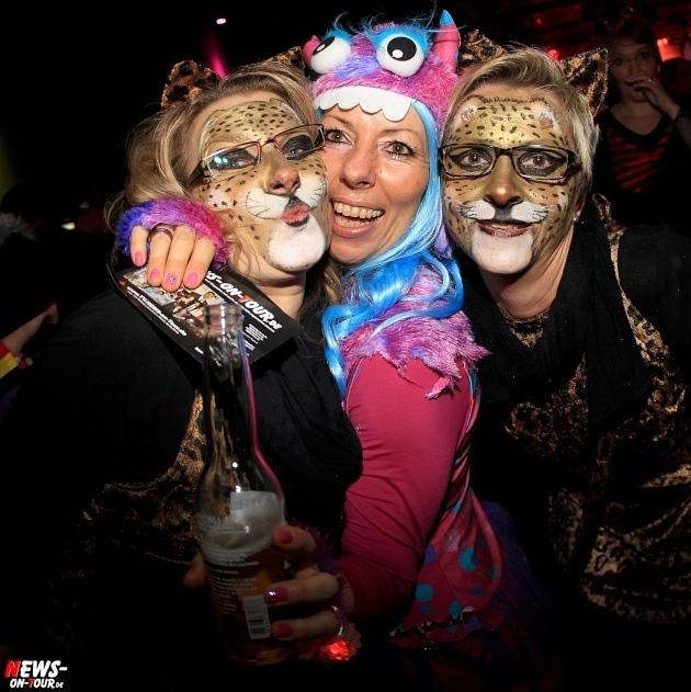 weiberfastnacht_2015_ntoi_halle32_51_karneval_oberberg