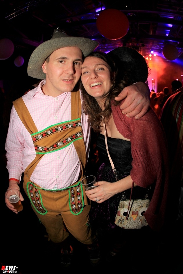 weiberfastnacht_2015_ntoi_halle32_52_karneval_oberberg