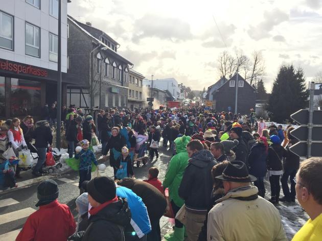 wkv_karneval_waldbroel_ntoi_karnevalszug_19.jpg