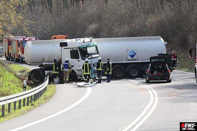 2015-03-30_reichshof-sengelbusch-tanklastzug_unfall_02