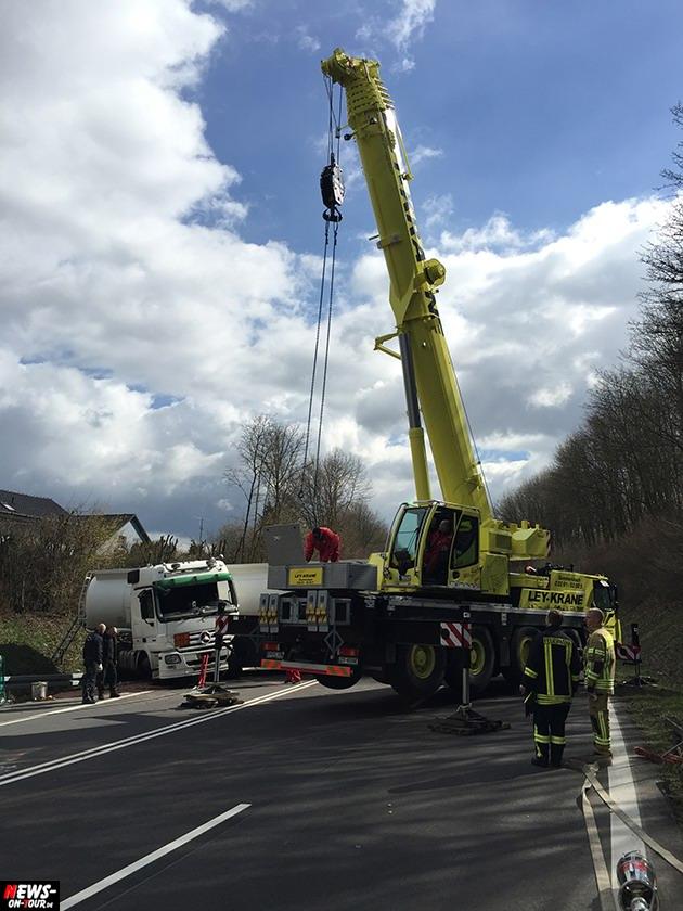 2015-03-30_reichshof-sengelbusch-tanklastzug_unfall_14