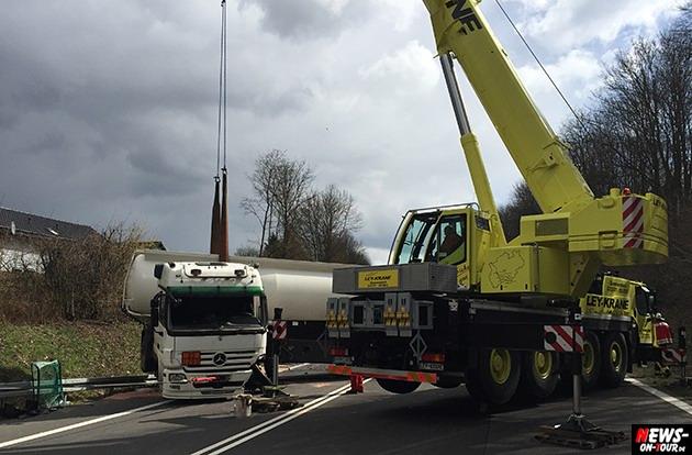 2015-03-30_reichshof-sengelbusch-tanklastzug_unfall_19