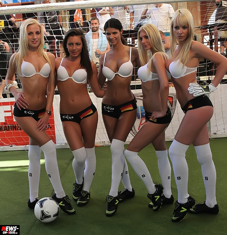 football-fussball_ntoi_sexy-girls_big-boobs_nice-legs_micaela-schaefer_mallorca_ballermann