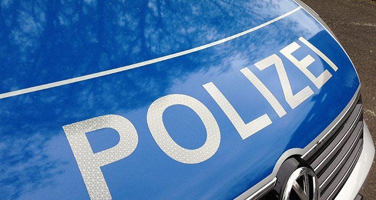 Lindlar/Marienheide: Zwei PKW-Unfälle durch ausgehobene Kanaldeckel | Oberbergischer Kreis (NRW)