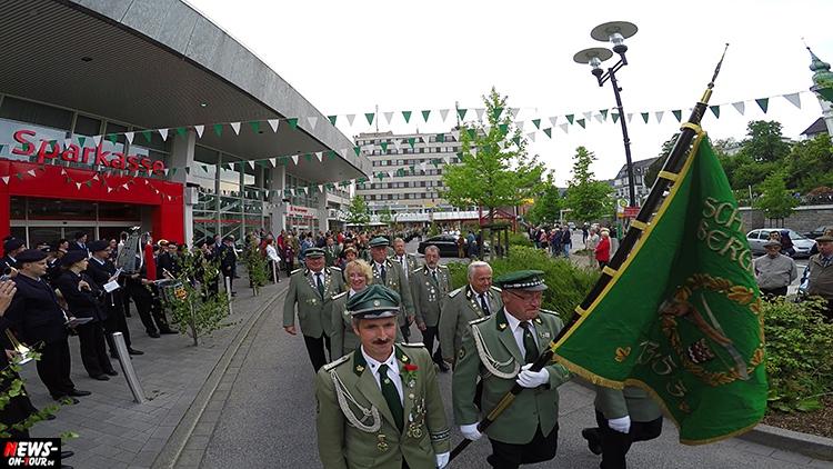 schuetzenfest_01_bergneustadt_2015_ntoi_ein-abmarsch-der-kompanien