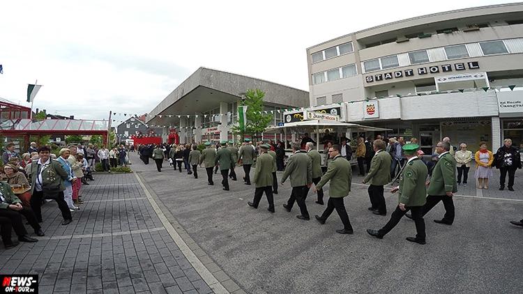 schuetzenfest_04_bergneustadt_2015_ntoi_ein-abmarsch-der-kompanien