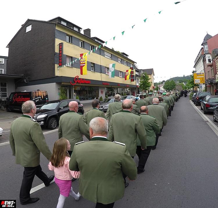 schuetzenfest_05_bergneustadt_2015_ntoi_ein-abmarsch-der-kompanien