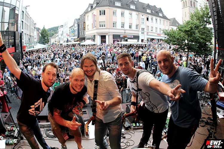lindenplatz-open-air_2015_11_ntoi_magic-of-santana_2015_06-26
