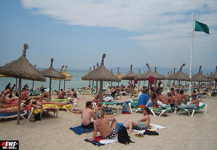 mallorca_strand_beach_ballermann_ntoi_green-gruene_flagge_touristen_plakat_flyer_foto