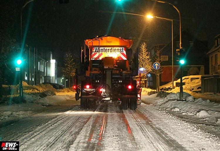 winterdienst_schnee-schneechaos_ntoi_glaette_strasse_eis_glatteis_oberberg_winter