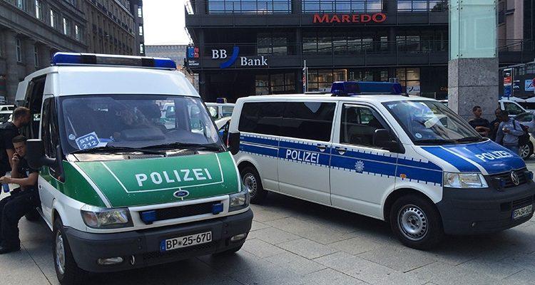 Köln: Selbstgefährdung in Discount-Filiale mit Hilfe von TV-Team beendet! Mutmaßlich psychisch erkrankter Mann in Krankenhaus