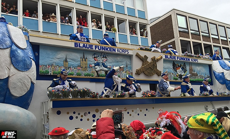 koeln-rosenontagszug_2016_ntoi_07_karneval