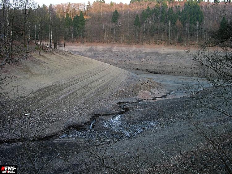 aggertalsperre_04_bergneustadt_ntoi_2002-ohne-wasser