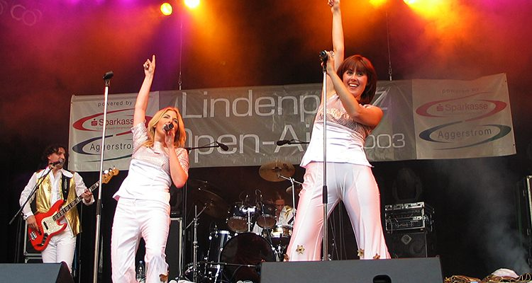 Disco Spirit in Gummersbach! 17. Lindenplatz-Open-Air powered by AggerEnergie und Sparkasse Gummersbach-Bergneustadt mit ABBA 99, Simon & Garfunkel Revival Band und Majordad