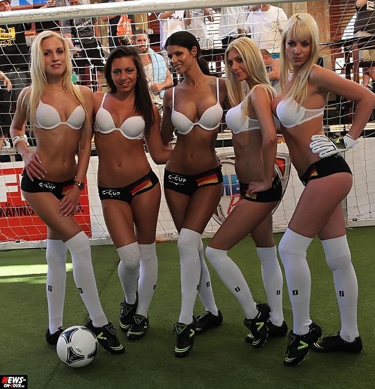 uefa-euro-2016_ntoi_01_sexy_fussball_football-girls_babes_kick-lingery_underwear_models_bra_bh_megapark_mallorca