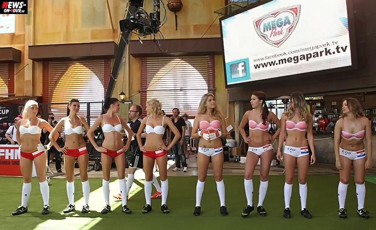 uefa-euro-2016_ntoi_03_sexy_fussball_football-girls_babes_kick-lingery_underwear_models_bra_bh_megapark_mallorca