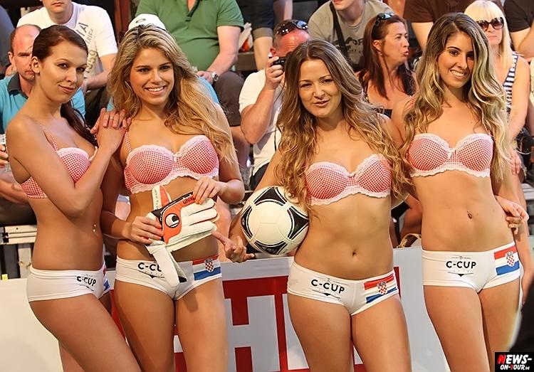 uefa-euro-2016_ntoi_08_sexy_fussball_football-girls_babes_kick-lingery_underwear_models_bra_bh_megapark_mallorca