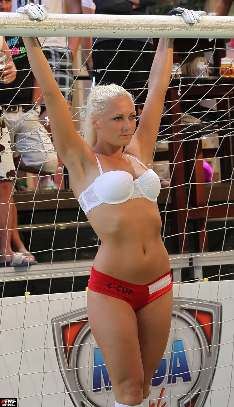 uefa-euro-2016_ntoi_09_sexy_fussball_football-girls_babes_kick-lingery_underwear_models_bra_bh_megapark_mallorca