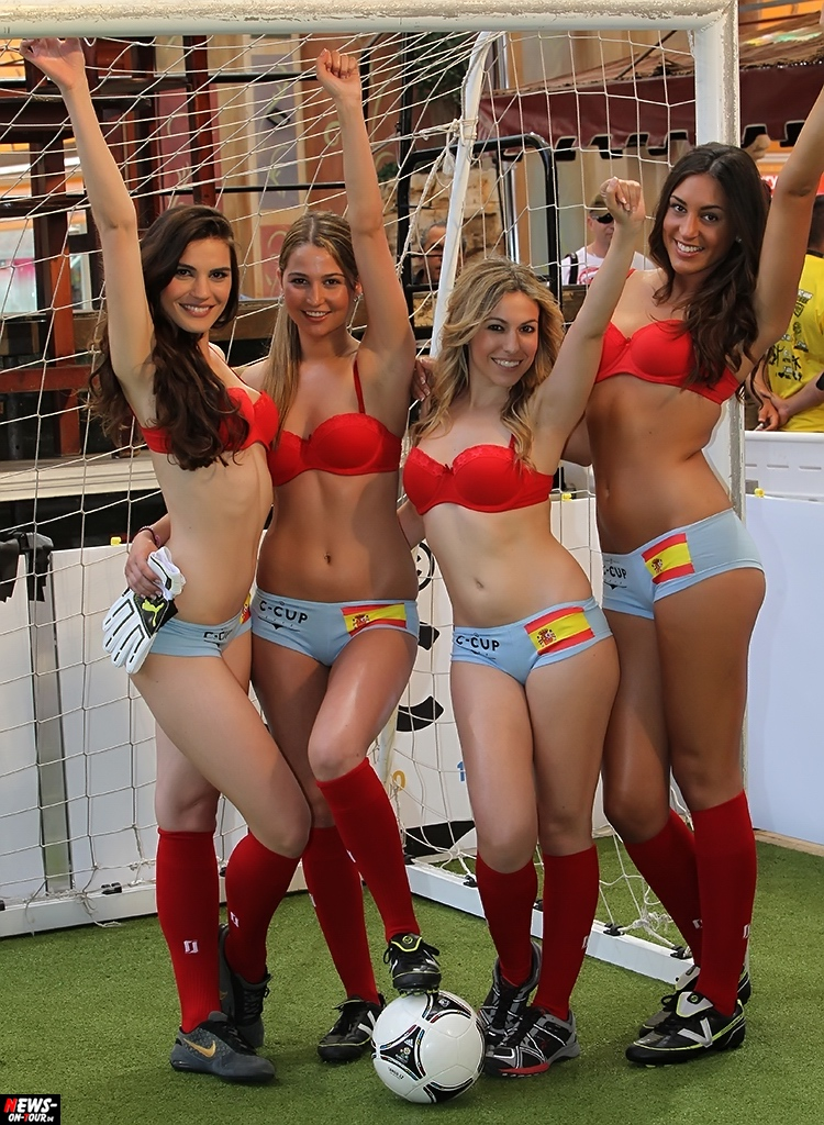 uefa-euro-2016_ntoi_13_sexy_fussball_football-girls_babes_kick-lingery_underwear_models_bra_bh_megapark_mallorca