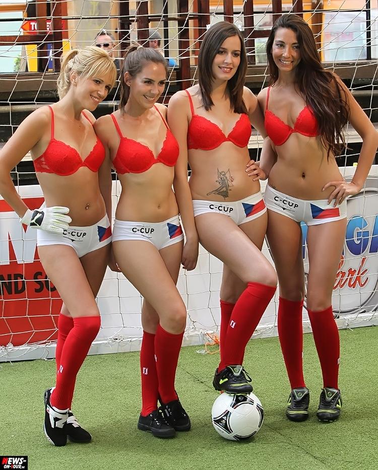 uefa-euro-2016_ntoi_17_sexy_fussball_football-girls_babes_kick-lingery_underwear_models_bra_bh_megapark_mallorca