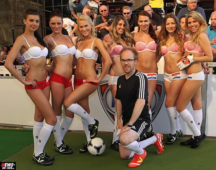 uefa-euro-2016_ntoi_24_sexy_fussball_football-girls_babes_kick-lingery_underwear_models_bra_bh_megapark_mallorca