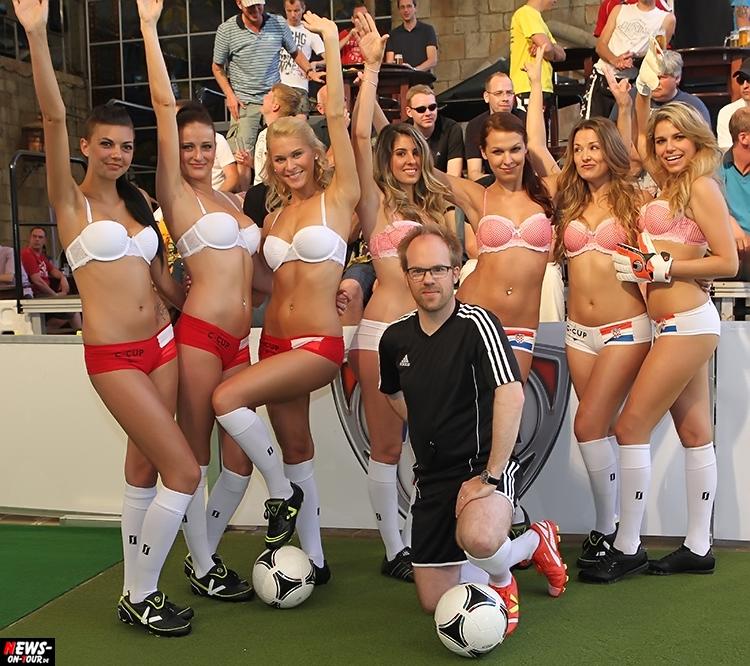 uefa-euro-2016_ntoi_27_sexy_fussball_football-girls_babes_kick-lingery_underwear_models_bra_bh_megapark_mallorca