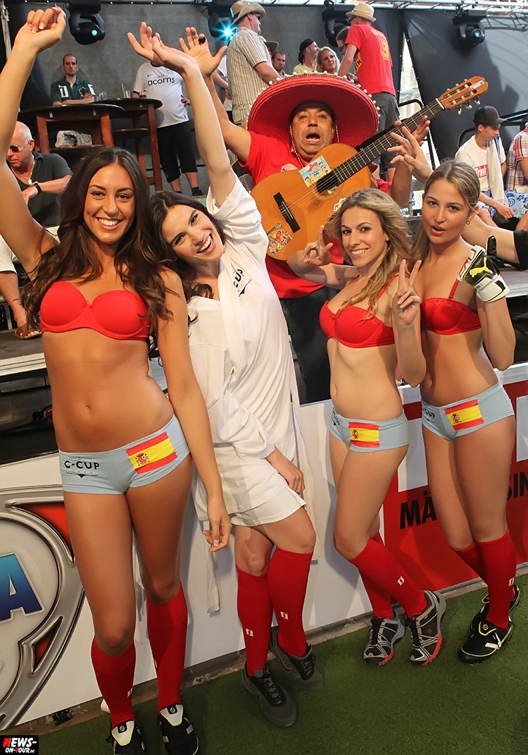 uefa-euro-2016_ntoi_33_sexy_fussball_football-girls_babes_kick-lingery_underwear_models_bra_bh_megapark_mallorca