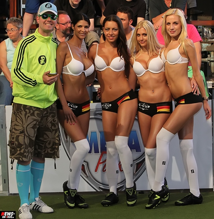 uefa-euro-2016_ntoi_36_sexy_fussball_football-girls_babes_kick-lingery_underwear_models_bra_bh_megapark_mallorca