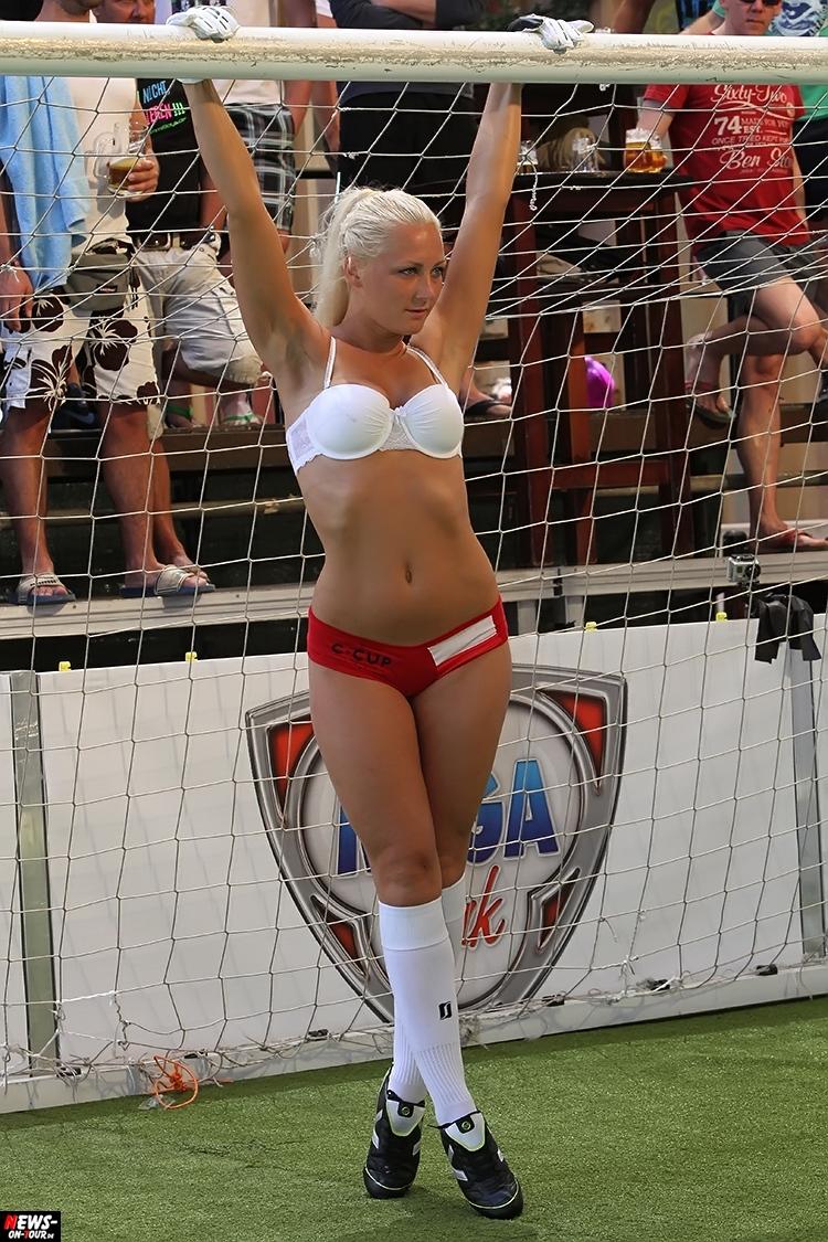 uefa-euro-2016_ntoi_41_sexy_fussball_football-girls_babes_kick-lingery_underwear_models_bra_bh_megapark_mallorca