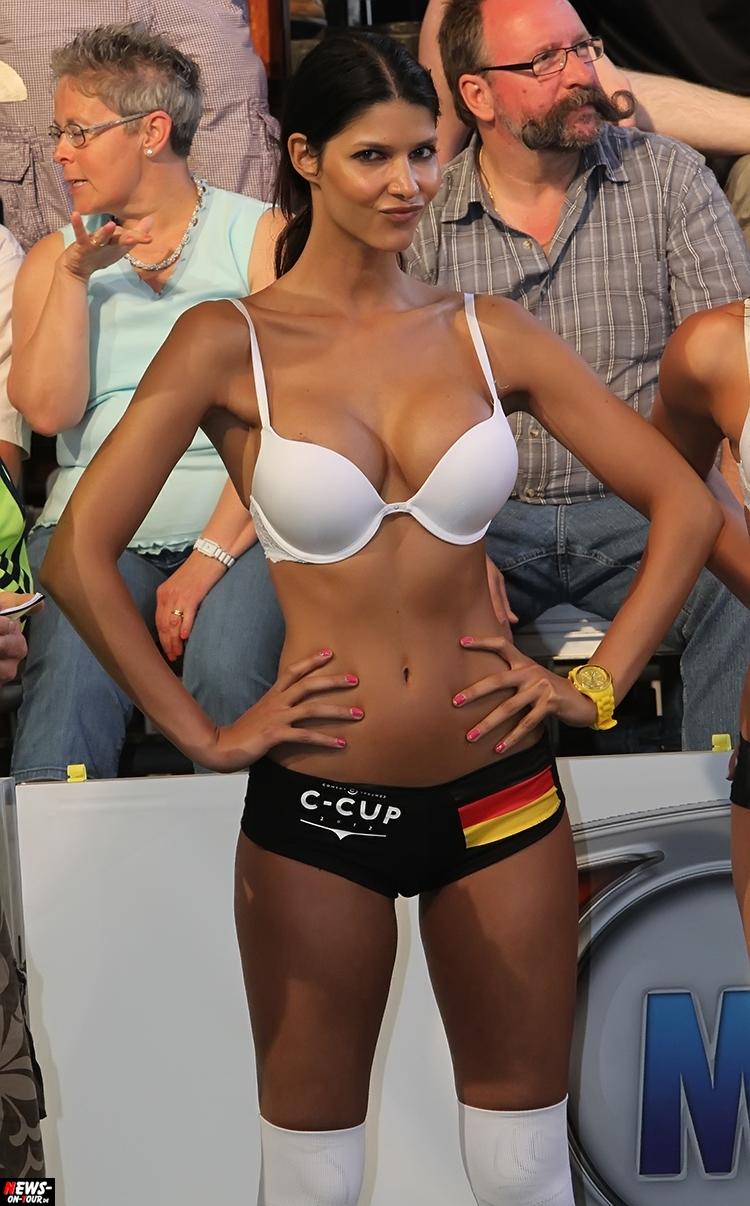 uefa-euro-2016_ntoi_43_sexy_fussball_football-girls_babes_kick-lingery_underwear_models_bra_bh_megapark_mallorca