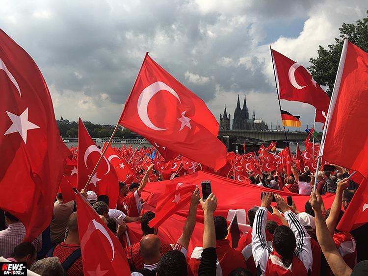 2016-07-31_erdogan-pro-demo_koeln_01_ntoi_deutzer-werft