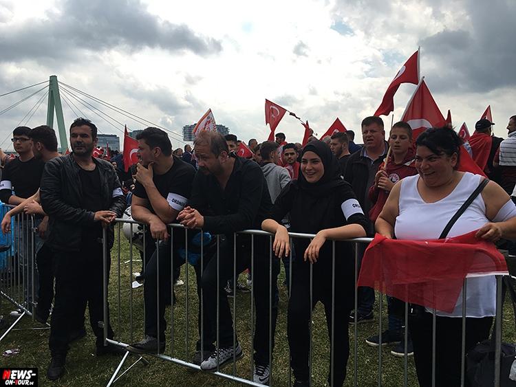 2016-07-31_erdogan-pro-demo_koeln_03_ntoi_deutzer-werft