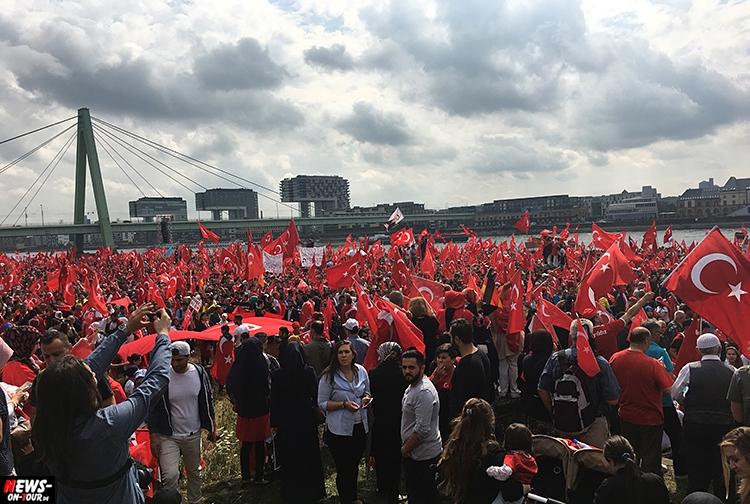 2016-07-31_erdogan-pro-demo_koeln_11_ntoi_deutzer-werft