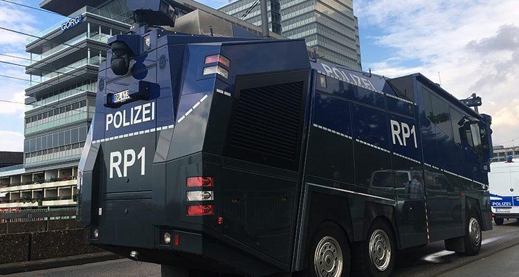 Harte Probe für Köln gemeistert! 20.000 Personen vor Absperrungen! Staatsbesuch des türkischen Präsidenten Erdogan und eine Vielzahl von Versammlungen verursachten intensive Verkehrsstörungen