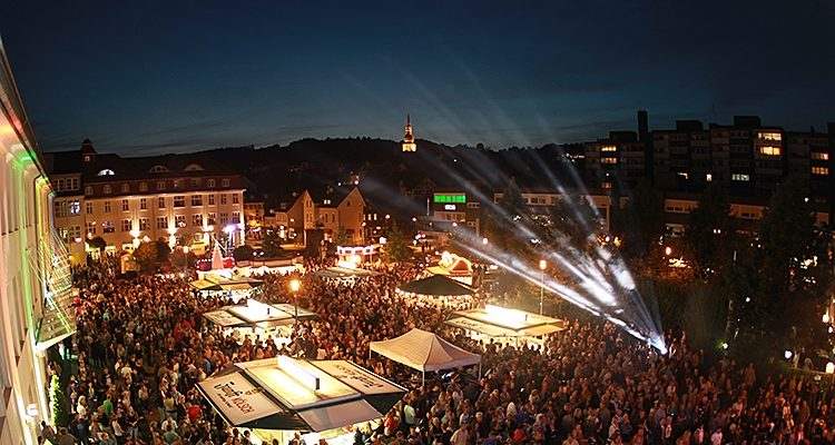 15. Rathaus Platz Open-Air in Bergneustadt: 3.500 strahlende Gesichter bis 1.11 Uhr, viele Tanzeinlagen der Zuschauer, Riesen Stimmung und viel gute Laune