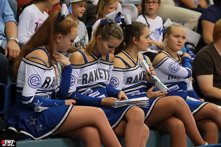 Sexy young Girls Nylon Pantyhose junge Mädchen Blondine Brunette Dunekhaarige Teen tanzen Nylons 2016_09-24_vfl-gummersbach_vs_sc-magdeburg_17_ntoi_gummersbach_handball-schwalbe-arena