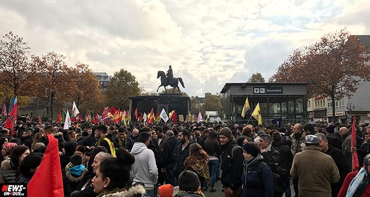 kurden_demo_tuerkei_ntoi_01_demonstration_koeln_heumarkt_hdp_kurdistan_flagge