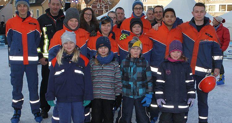 Feuerwehr on Ice! Dankeschön Aktion an die Jugendfeuerwehr im Namen der Stadt Bergneustadt und der Betreiber von #DieEisbahn (Bergneustädter Wintermärchen)