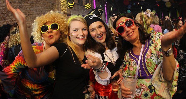 KARNEVAL in Gummersbach 2018: Festzelt Ade, HALLE 32 ALAAF! Weiberfastnacht (Do. 08.02.2018) und Ü-30 Party an Karnevalssamstag (10.02.2018)