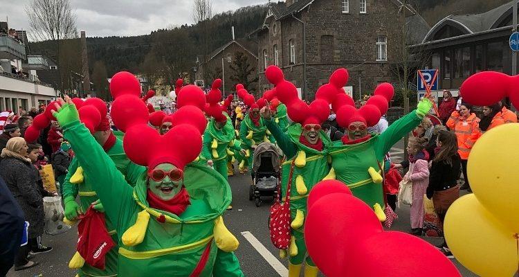 Oberberg: Karnevalsbilanz! Junge Frau unsittlich angefasst. Schlägerei mit Polizei! Zwei Promille