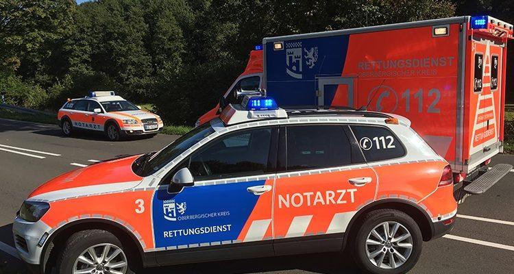 Reichshof: Lebensgefahr! Krankenwagen verunglückt auf dem Weg in die Klinik