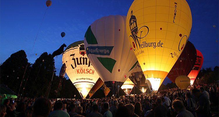 Nümbrecht: BALLONGLÜHEN! 11 Ballone glühten zum Lichterfest im Kurpark um die Wette (Mit Video) Sa. 08.07.2017 | Oberbergischer Kreis