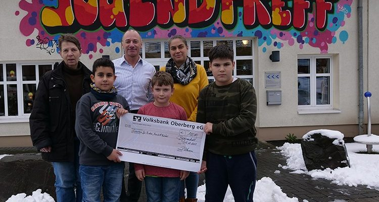 Spenden statt Geschenke! Versicherungsmakler Ralf Ortmann spendet an Vereine zu Weihnachten anstellt Karten und Geschenke für seine Kunden