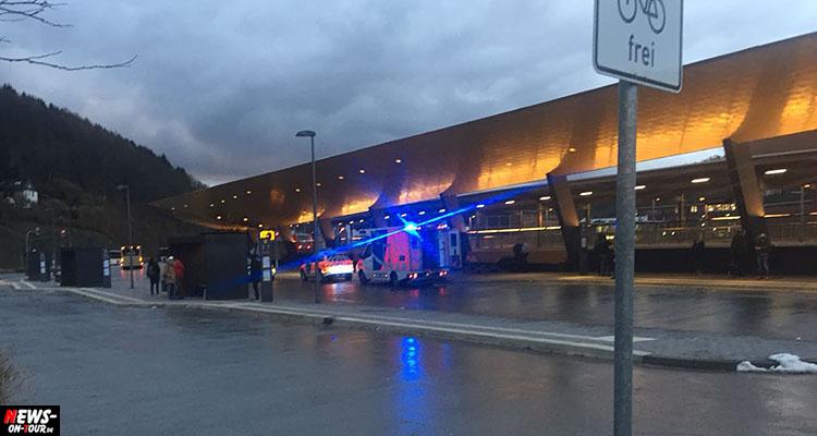 Toter am Bus-Bahnhof Gummersbach! Mann stirbt auf Bank