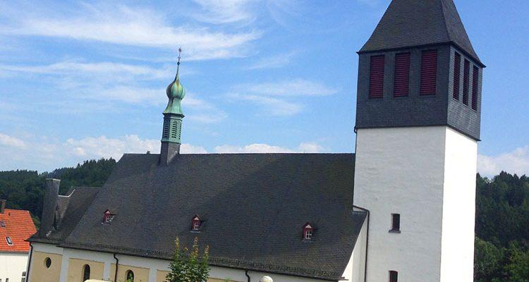 Bergneustadt/Gummersbach: Diebe klauen Kupfer-Regenfallrohre von Kirche und Restaurant