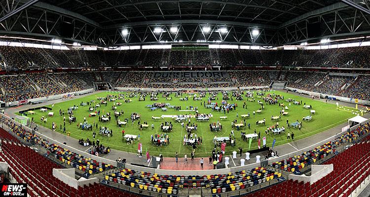 Tischtennis Weltrekord im Rundlauf in der ESPRIT arena Düsseldorf geschafft! (Die Bilder) Borussia Düsseldorf holt 1.252 Spieler an 102 Tischen in die Arena