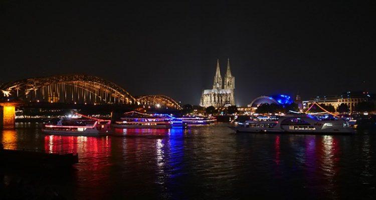 Köln: Zeugensuche! Polizei beschlagnahmt zwei Führerscheine nach illegalem Autorennen in Deutz
