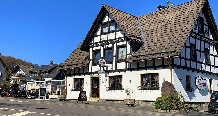 Buddes Wirtshaus Wegeringhausen! Hier dreht sich alles um den Gast! Gaststätte, Pension & Eventlocation im Sauerland