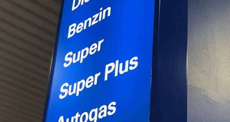 Autogas bleibt trotz CO2-Bepreisung langfristig clevere Wahl. Im Vergleich zu Benzin und Diesel fahren Autogas-Fans weiterhin günstiger